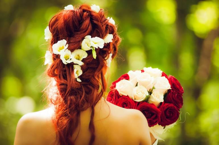 Blumenhaarkränze wieder im Trend
